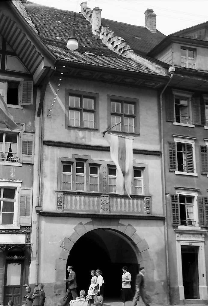 Waldshut: Haus mit Torbogen, Bild 1