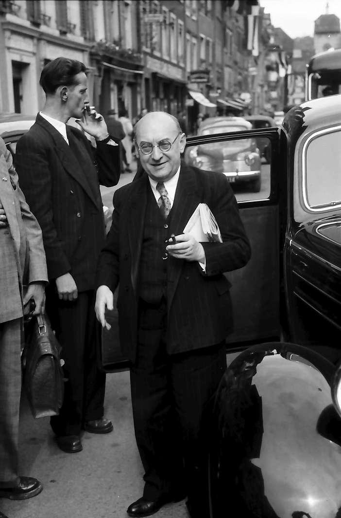 Waldshut: Staatspräsident Wohleb am Auto, Bild 1