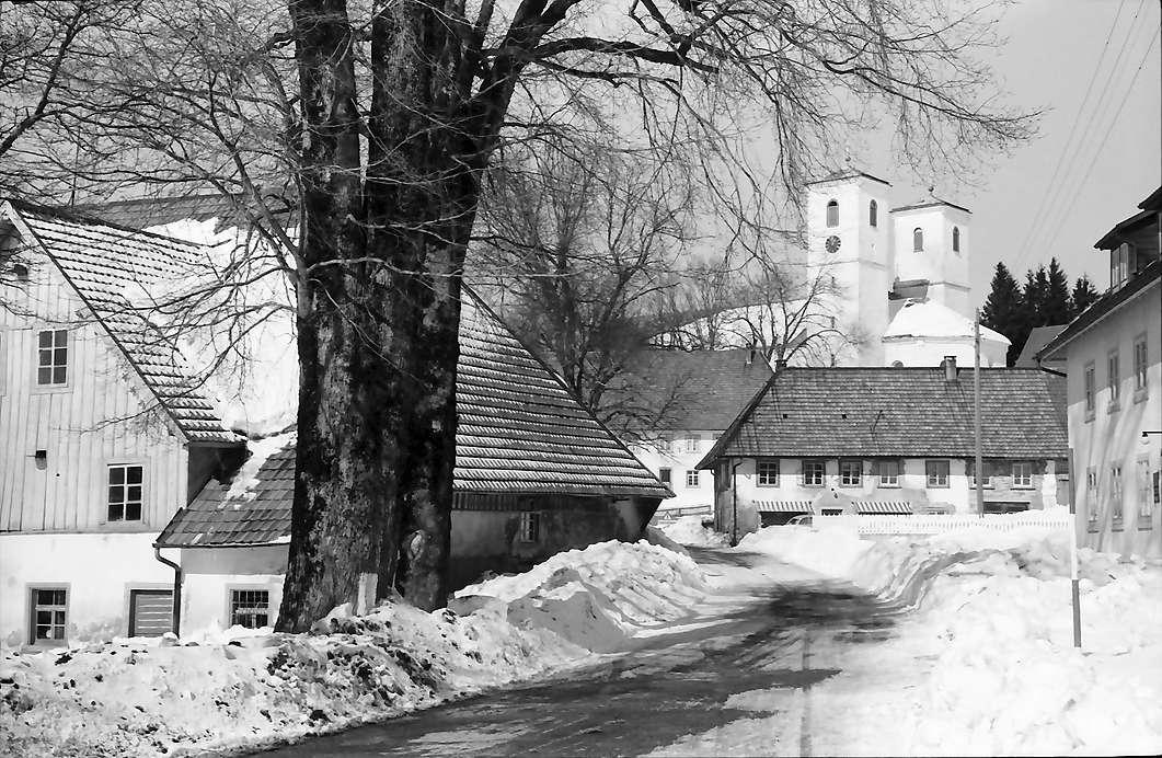 Herrischried: Straße und Kirche, Bild 1