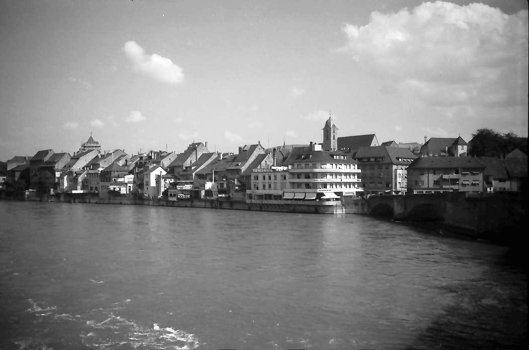 Rheinfelden: Blick von der Rheinbrücke auf Schweiz, Bild 1