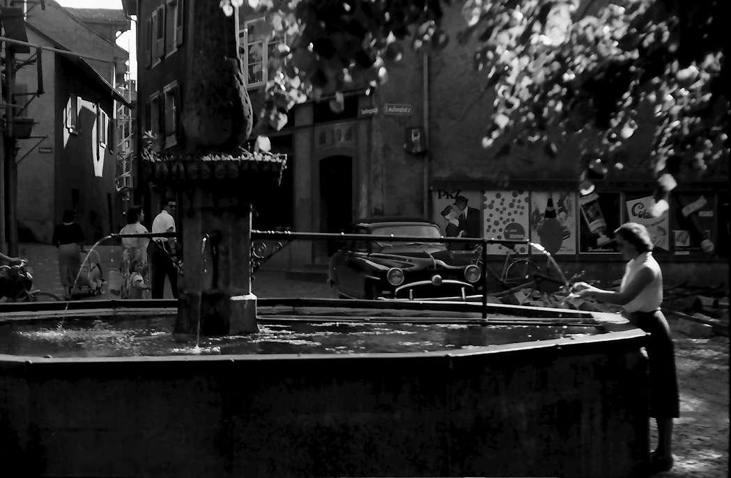 Laufenburg: Brunnen am Ufer, Zollübergang Schweiz, Bild 1