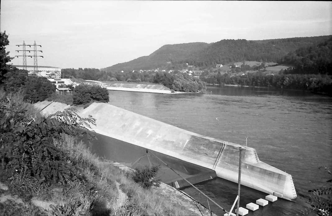 Albbruck: Einfluss der Alb in den Rhein mit Teil des Kraftwerks, Bild 1