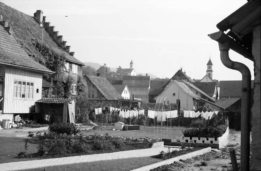 Kadelburg: Alte Giebelhäuser und Ortsblick, Bild 1