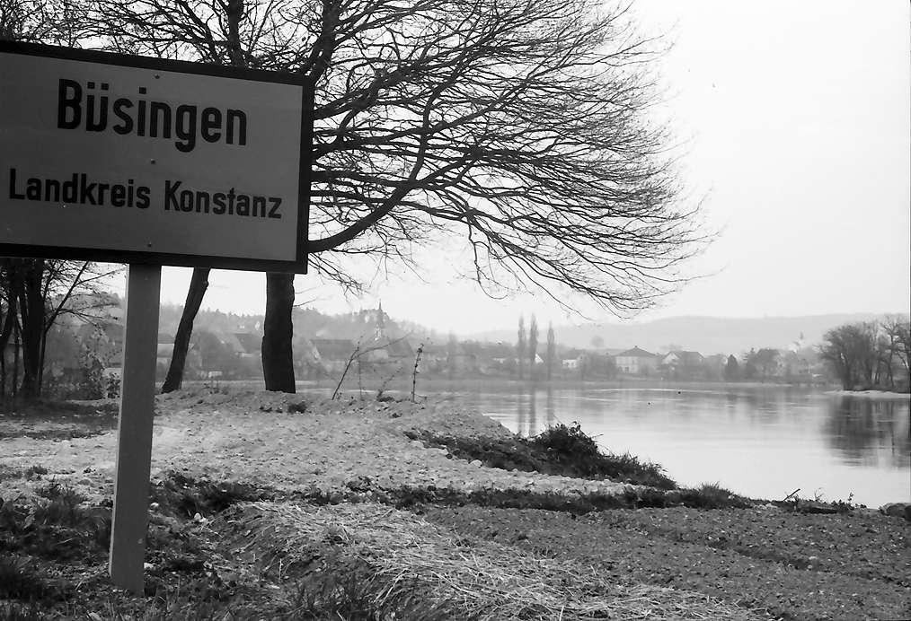 Büsingen: Ortsschild Büsingen und Rhein, Bild 1