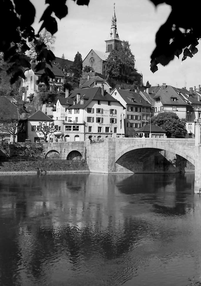 Laufenburg: Rheinbrücke vom Schweizer Ufer mit Stadt, Bild 1