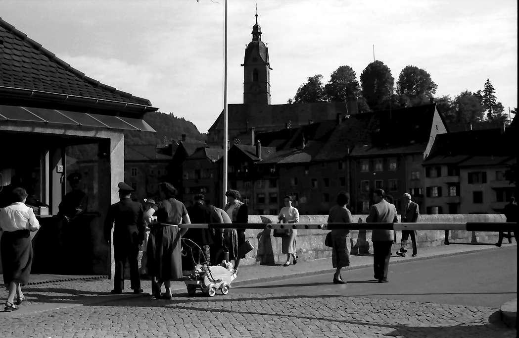 Laufenburg: Deutscher Zoll mit Blick auf Kirche, Bild 1