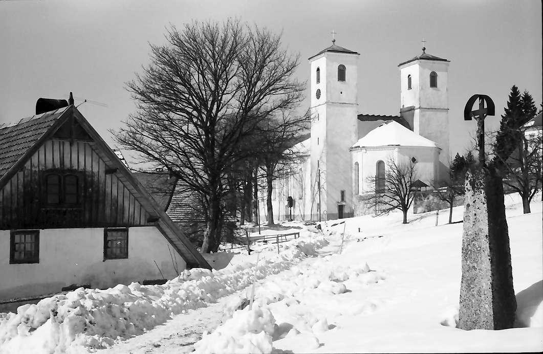 Herrischried: Straße und Kirche, rechts Bildstock, Bild 1