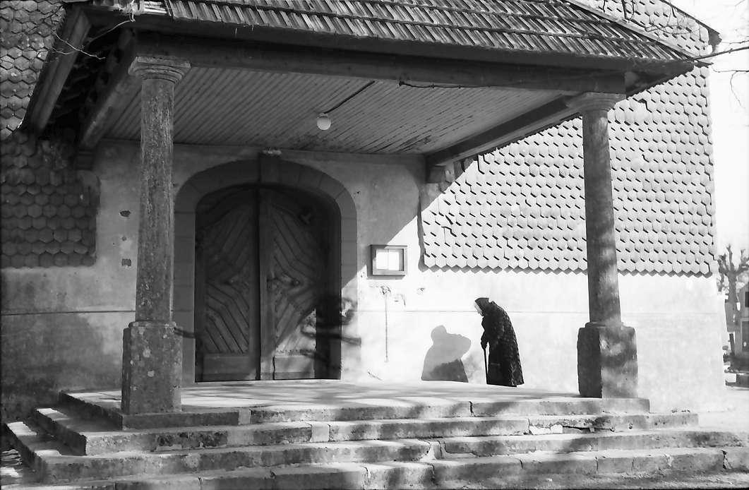 Hochsal: Vorbau am Kircheneingang, Bild 1