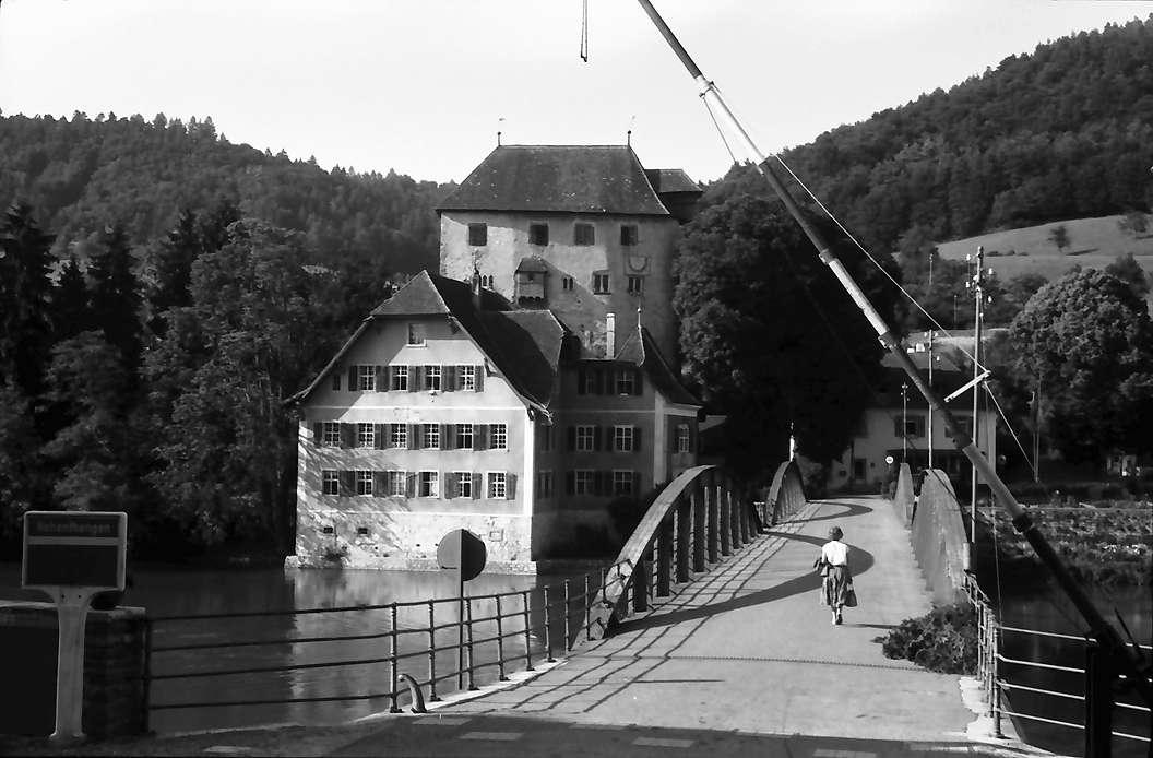 Hohentengen: Schloss Rötteln (auch Rotwasserstelz) mit Rhein bei Hohentengen mit Schlagbaum und Brücke, von Kaiserstuhl aus, Bild 1