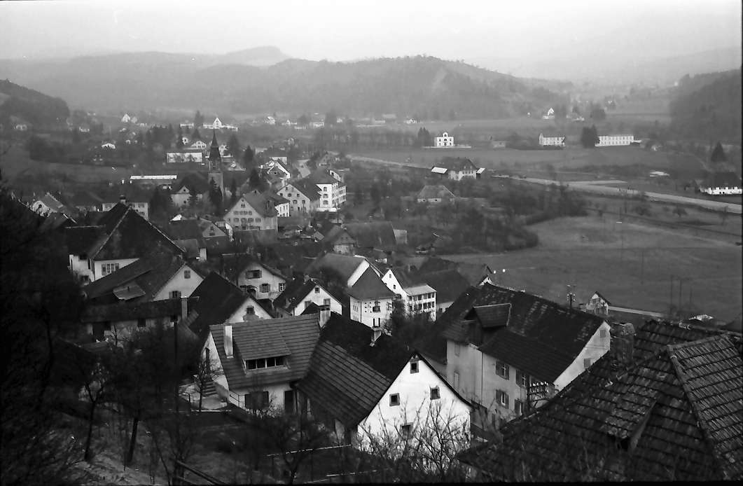 Stühlingen: Blick von der Höhe über den Ort ins Wutachtal, Bild 1