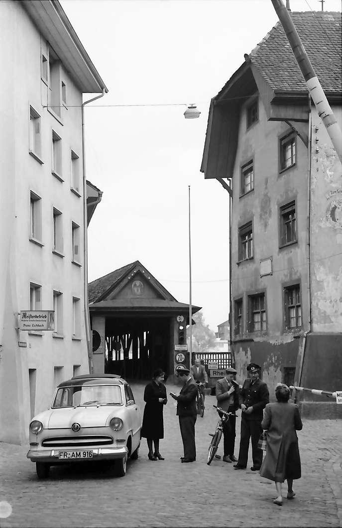 Bad Säckingen: [Zoll vor der alten Brücke und Scheffelhaus], Bild 1