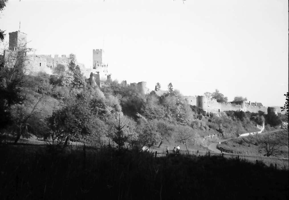 Rötteln: Burgruine von Westen (Gesamtlänge), Bild 1