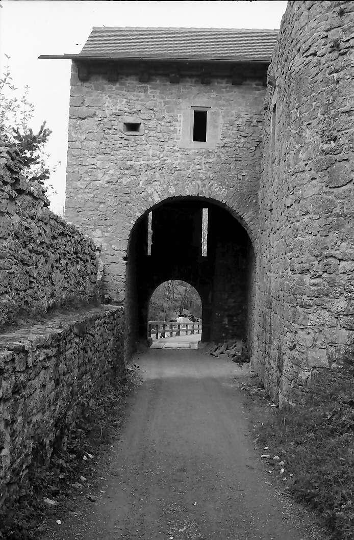 Küssaburg: Eingangstor von Innen, Bild 1