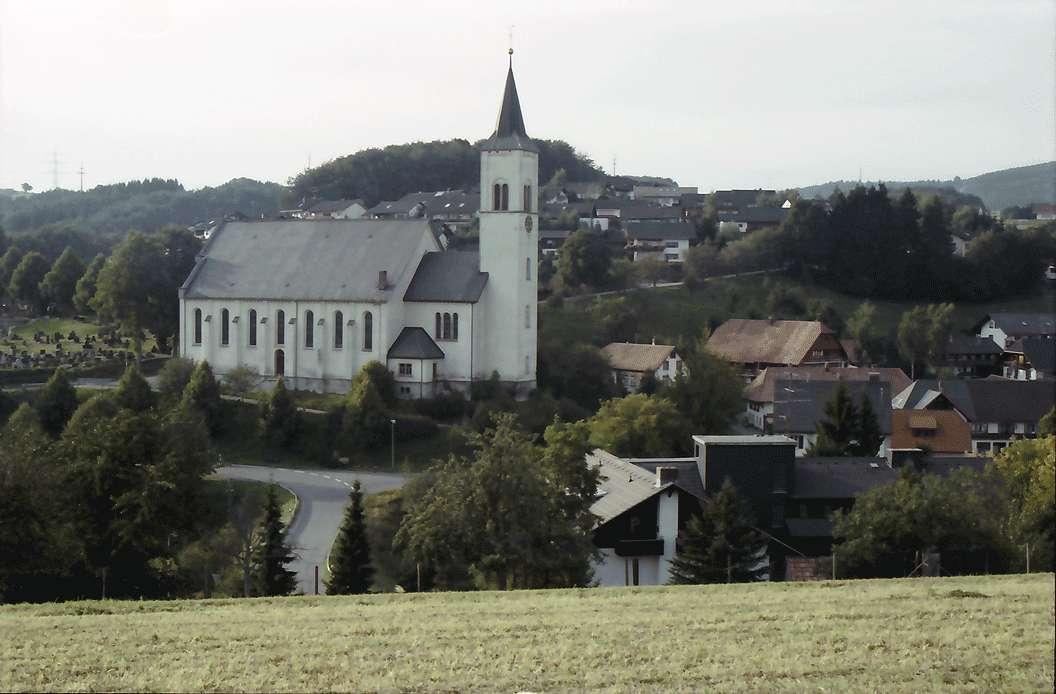 Rickenbach: Ortsansicht mit Kirche, Bild 1