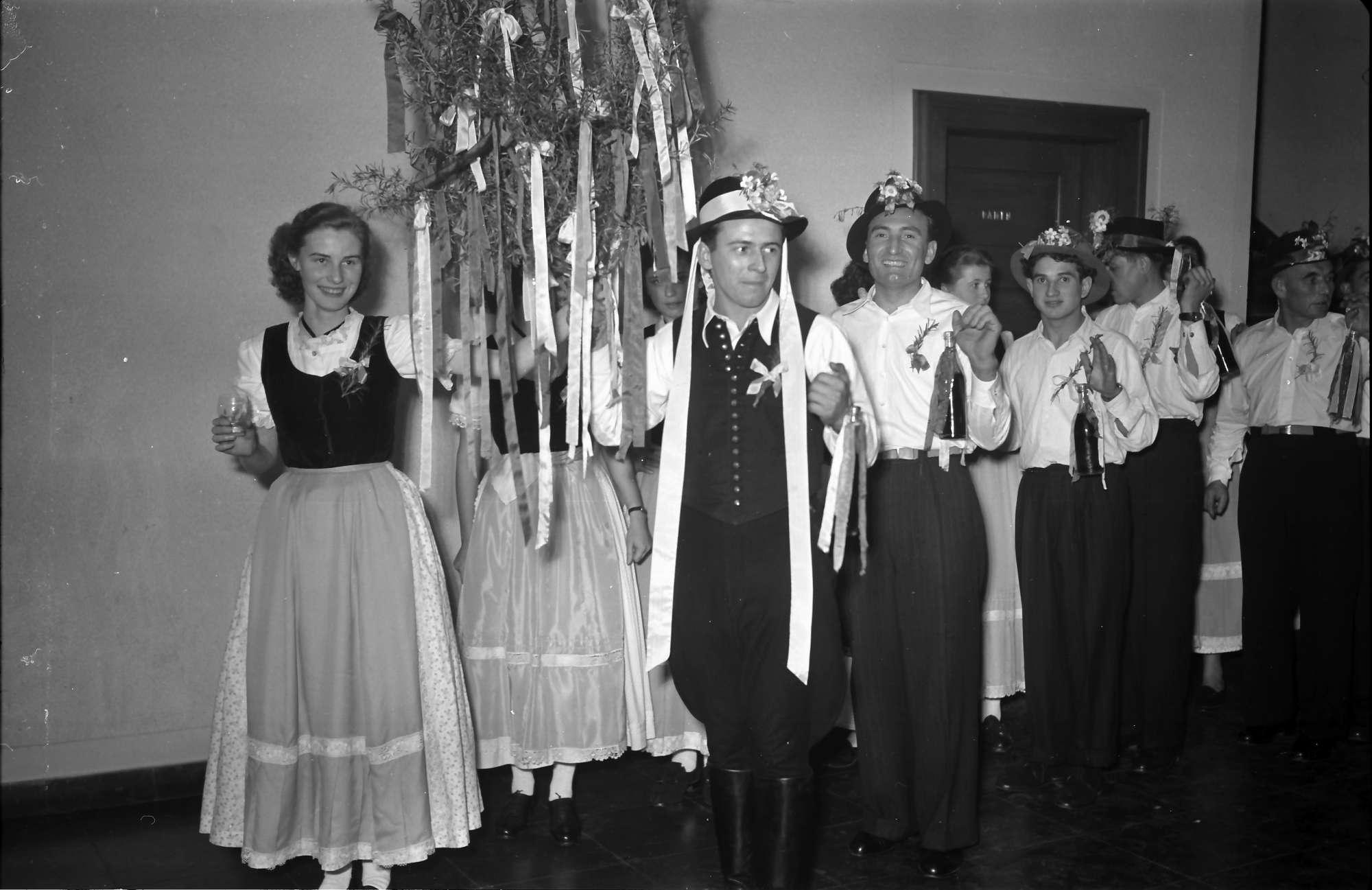 Rastatt: Gruppe des Hochzeitszuges vor dem Umzug, Bild 1