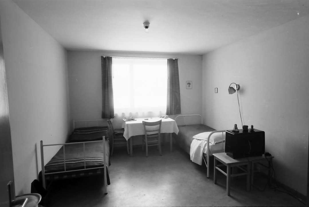 Villingen: Übergangswohnheim, Zweibettraum, Bild 1