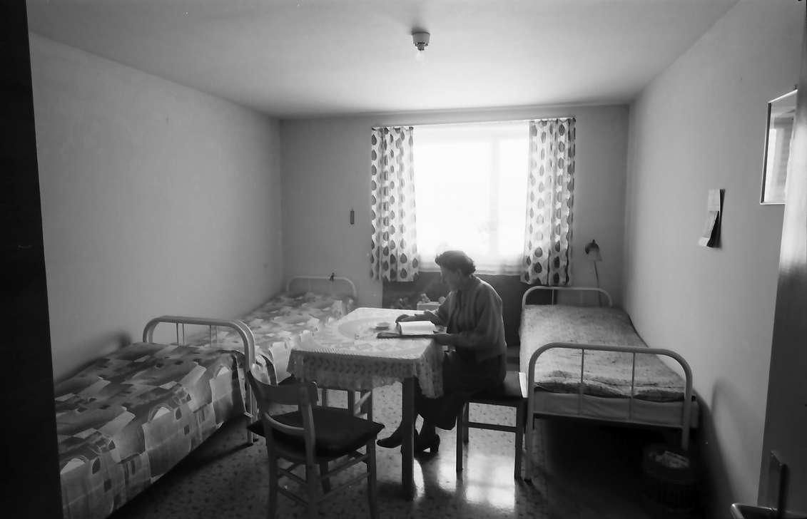 Villingen: Übergangswohnheim, Dreibettraum mit Person, Bild 1