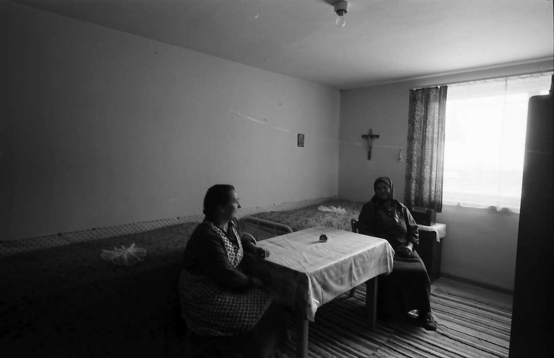 Villingen: Übergangswohnheim, Zweibettraum, zwei Banater am Tisch, Bild 1