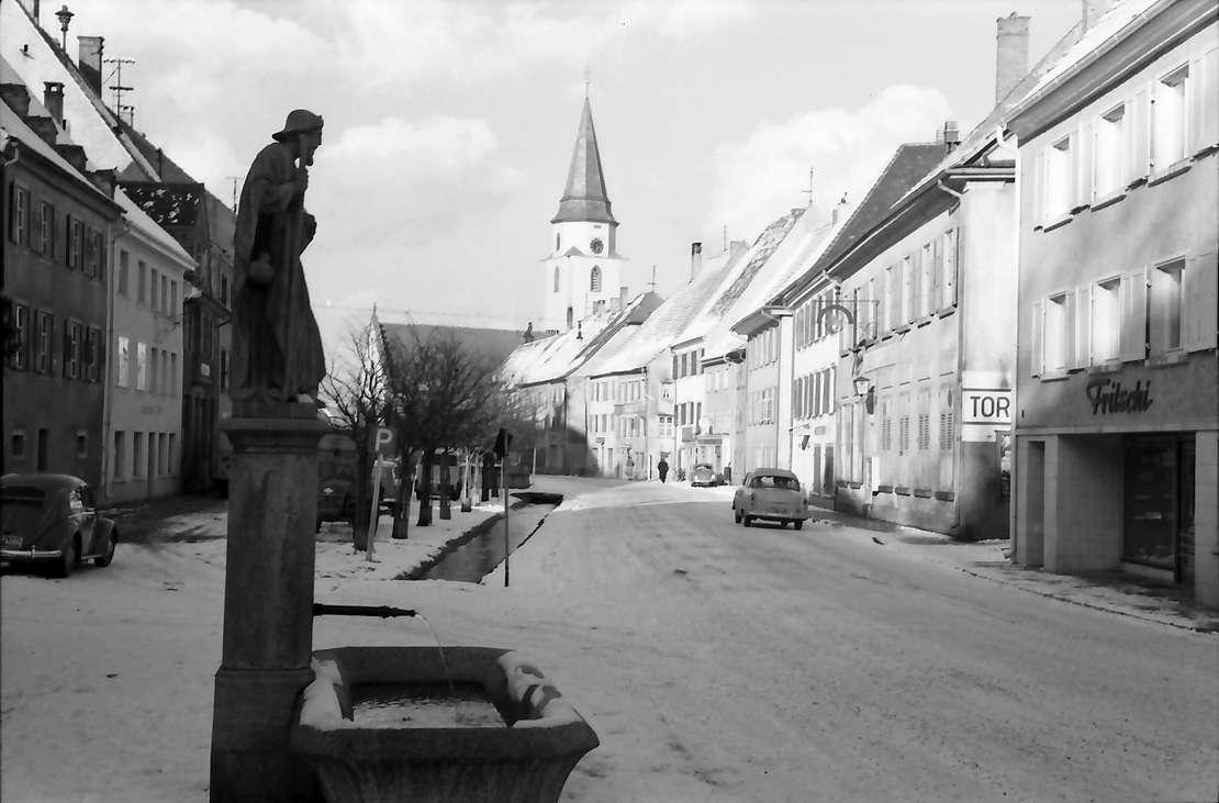 Hüfingen: Straße und Brunnen, Bild 1