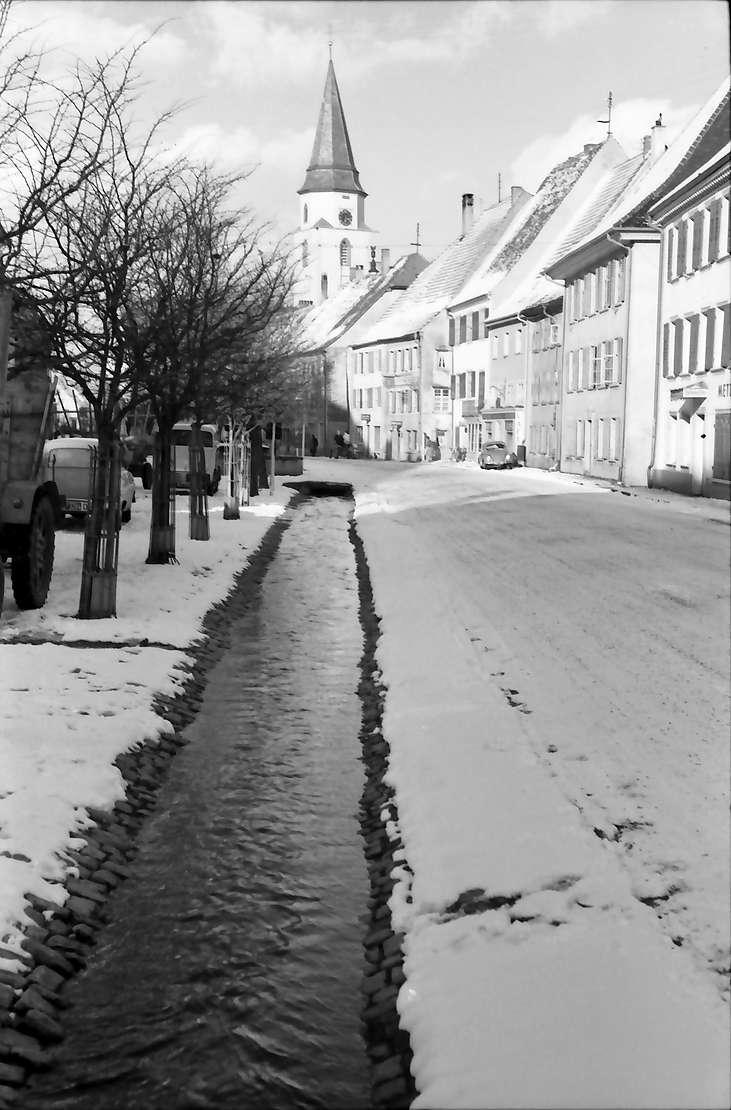 Hüfingen: Straße mit Bächle, Bild 1
