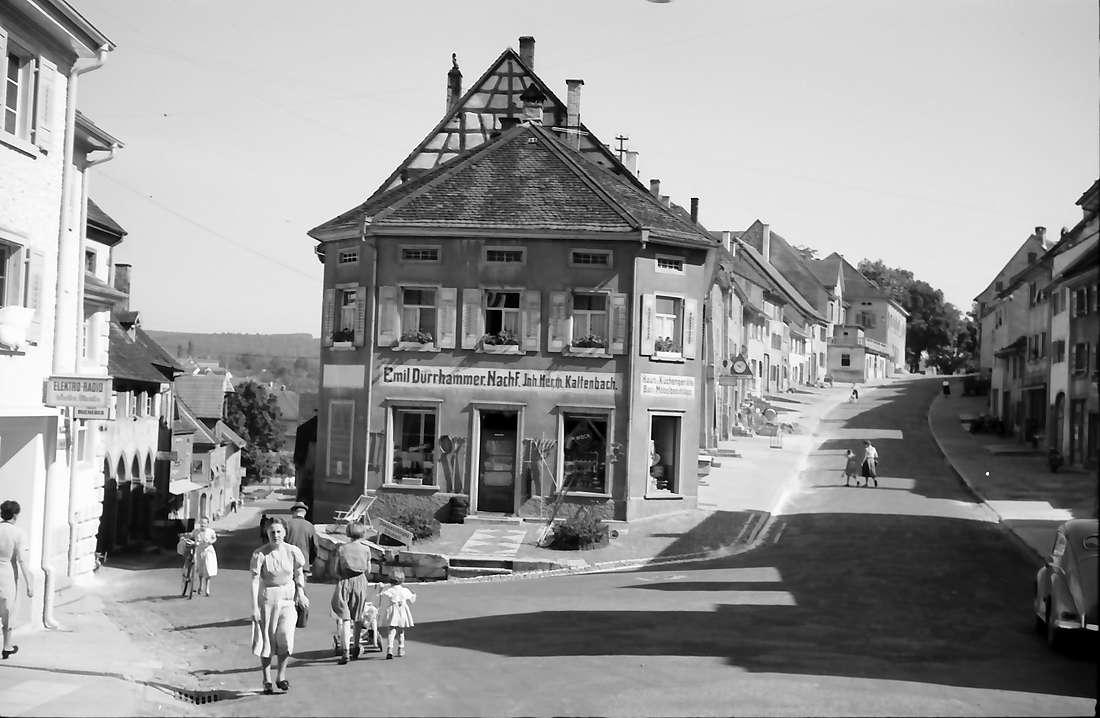 Engen: Straße mit Haus am spitzen Winkel, Bild 1