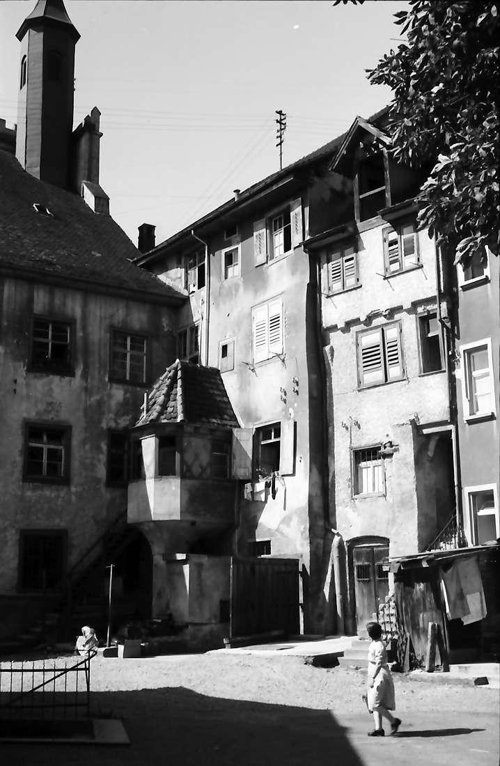 Engen: Straße mit Haus mit Erker, Bild 1