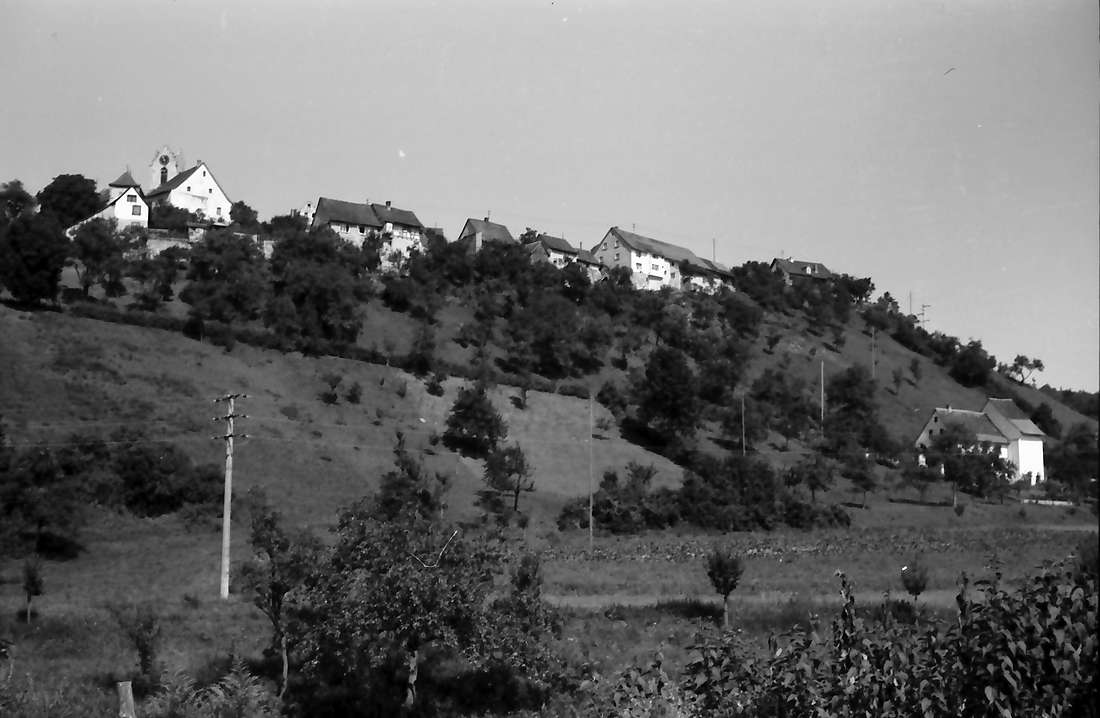 Aach: Ortschaft am Berg, Bild 1