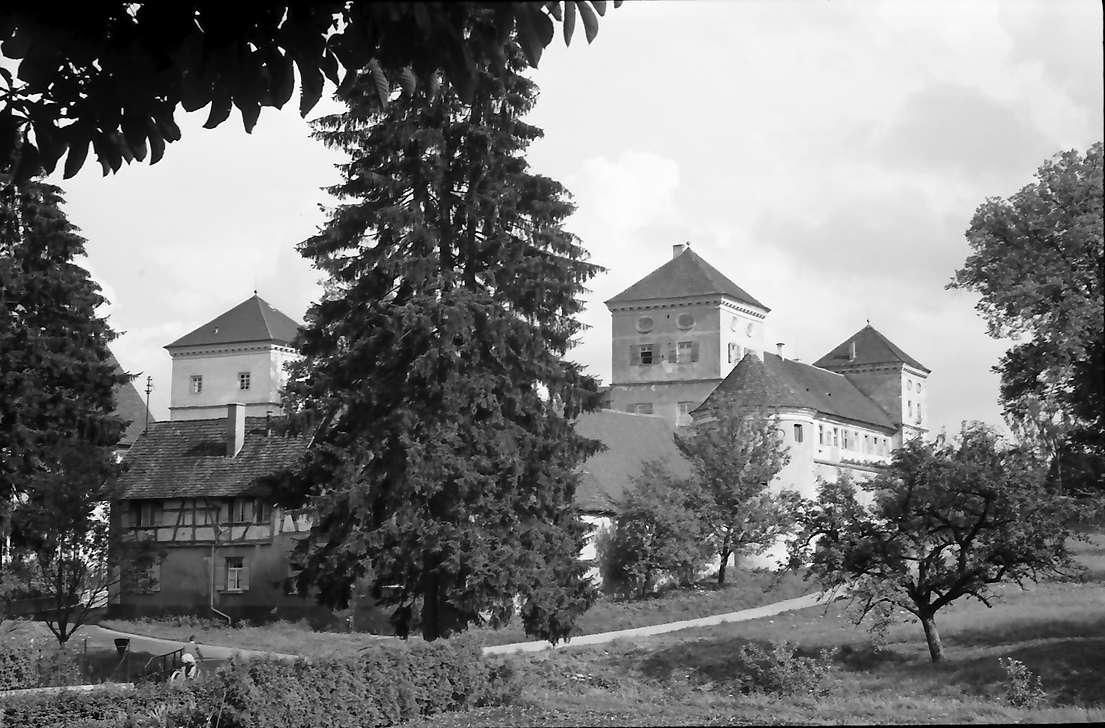 Meßkirch: Schloss von der Straße aus gesehen, Bild 1