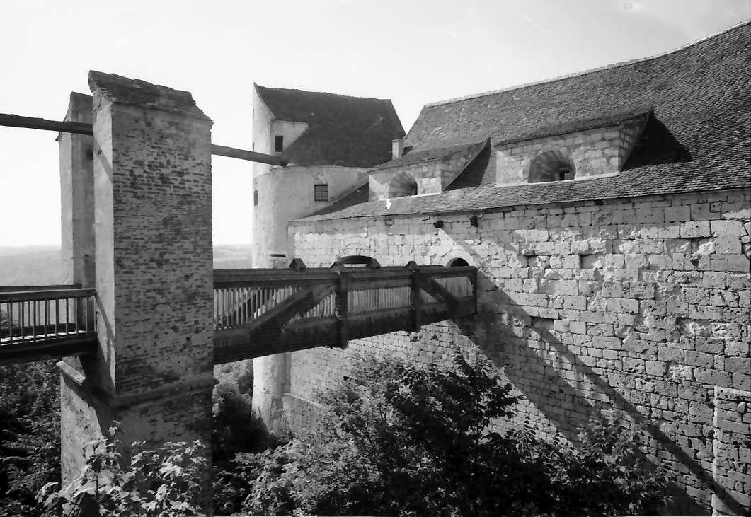 Wildenstein: Zugbrücke [Burg] Wildenstein, von außen und seitlich mit Graben, Bild 1