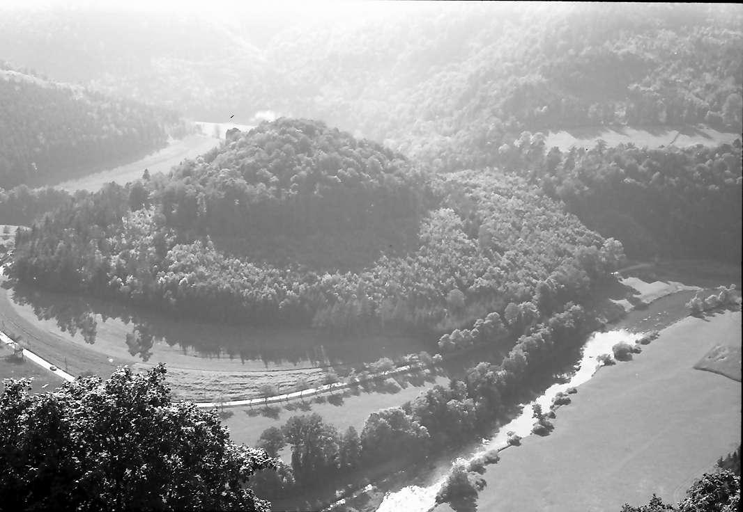 Wildenstein: Blick in eine Schleife des Donautals von der Wildenstein, Bild 1