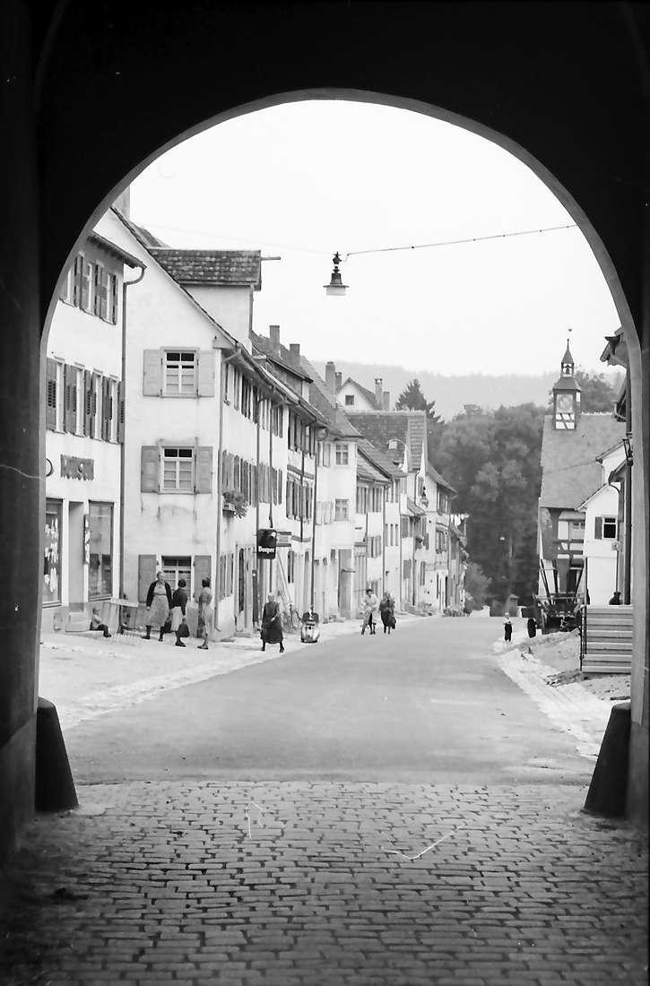 Mühlheim (Donau): Blick durch das Stadttor, Bild 1