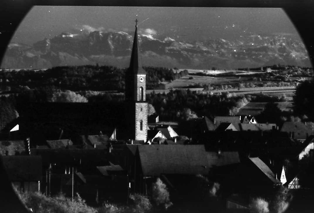 Löffingen: Blick vom Turm der Wallfahrtskirche auf Witterschnee mit Alpenhintergrund, Bild 1