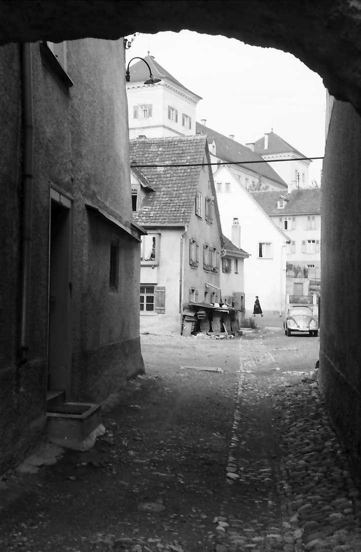 Meßkirch: Gassendurchblick mit Schloss, Bild 1