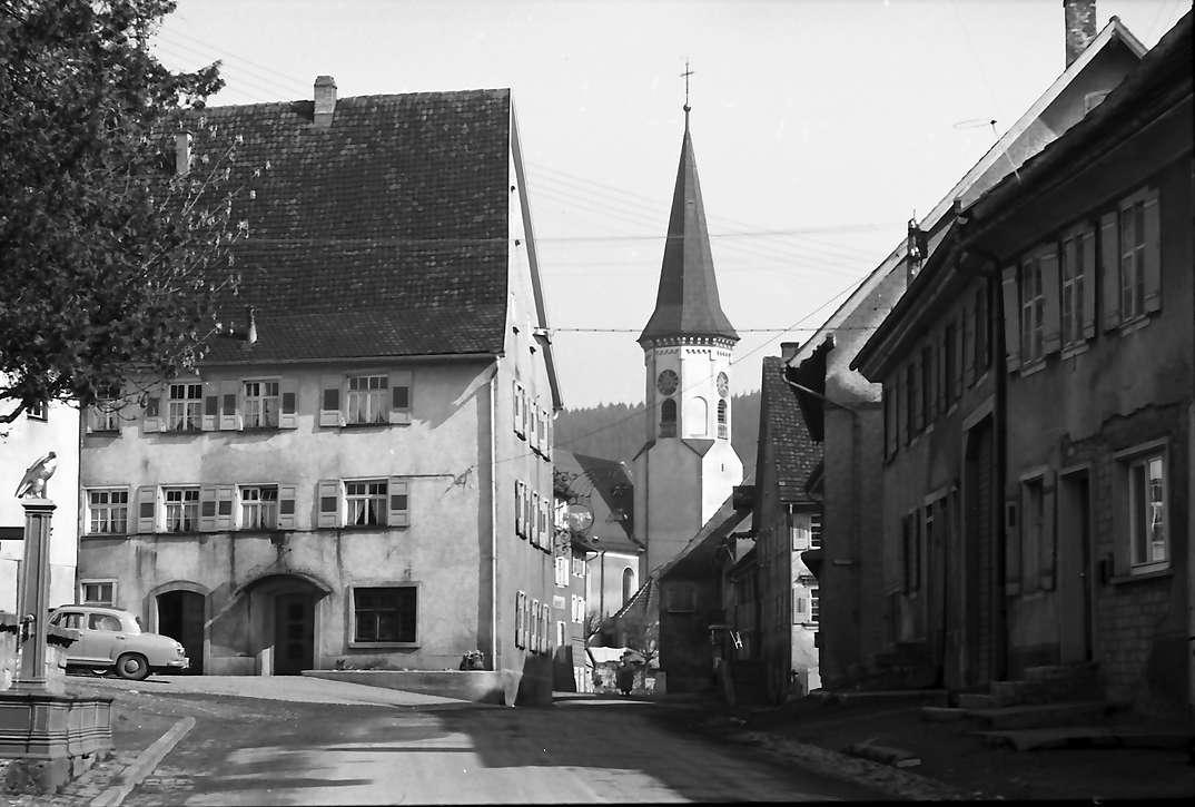 Möhringen: Straße mit Kirche, Bild 1