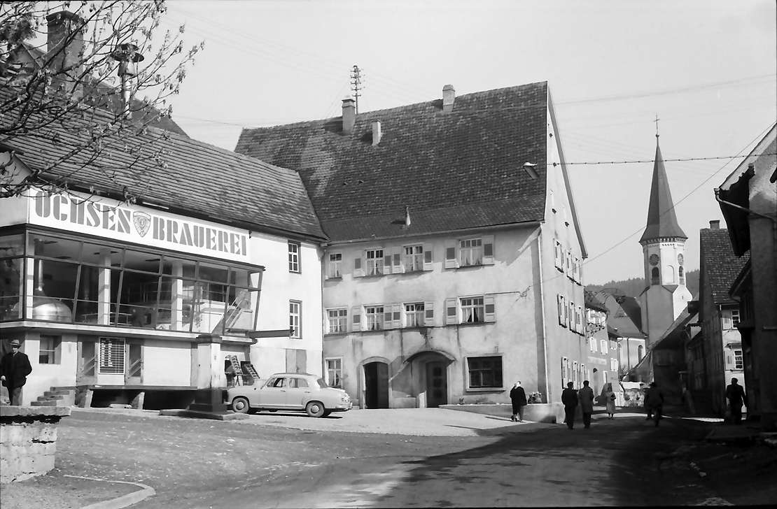 Möhringen: Straße mit Kirche, links Ochsenbrauerei, Bild 1