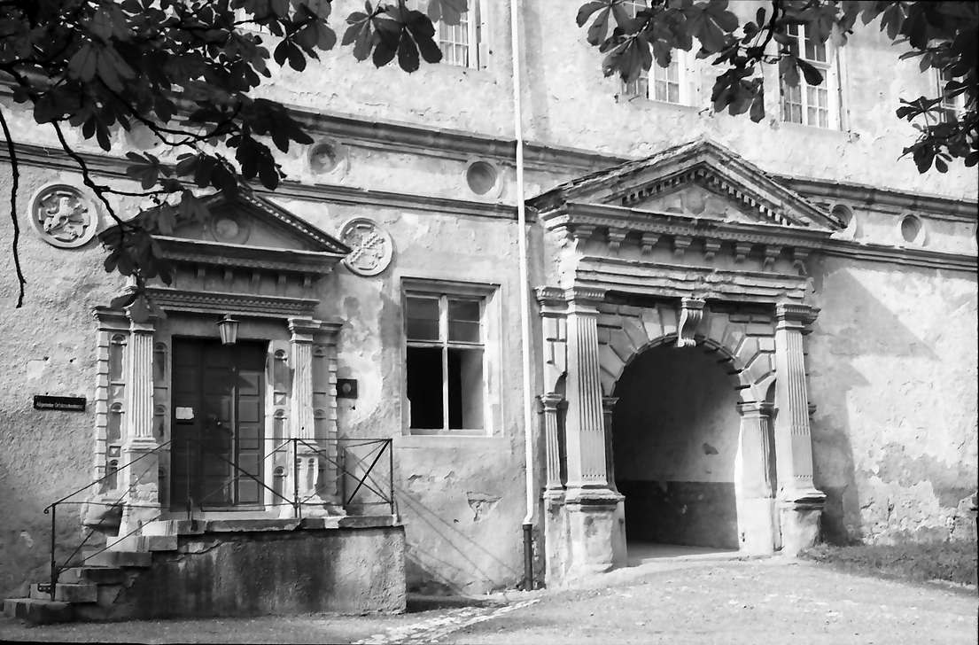 Meßkirch: Portal am Schlosshof und Schlosseingang, Bild 1
