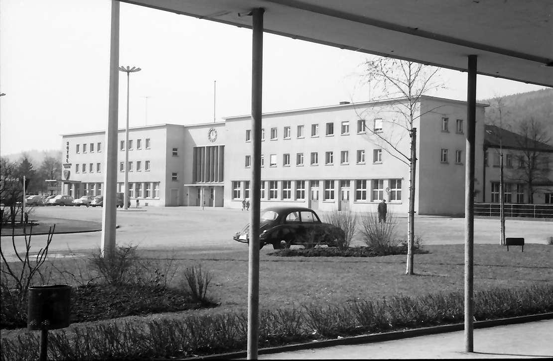 Tuttlingen: Durch Arkaden zum Bahnhof, Bild 1
