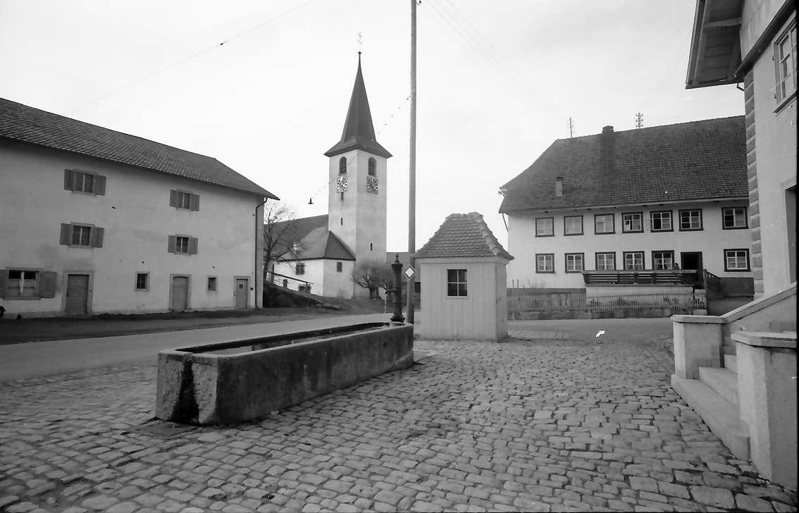 Birkendorf: Platz an der Kirche, Bild 1