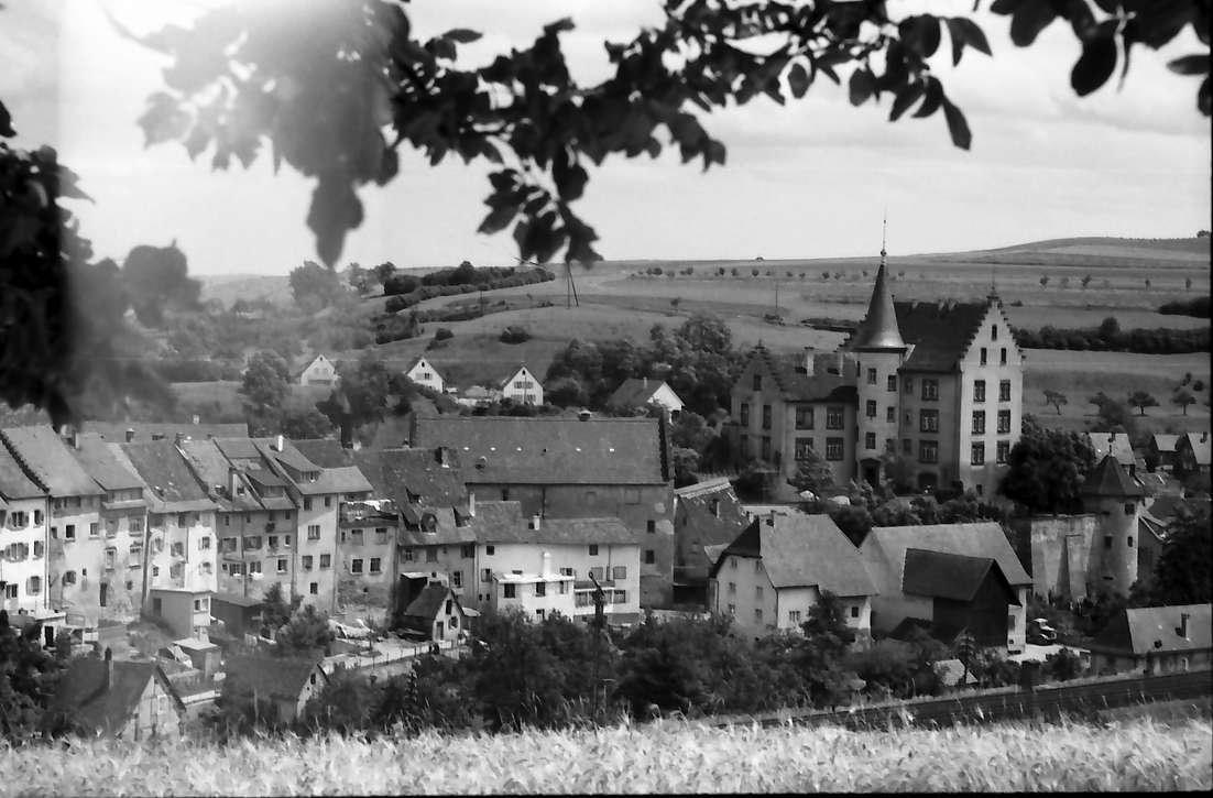 Engen: Südlicher Stadtteil mit Schloss, Bild 1