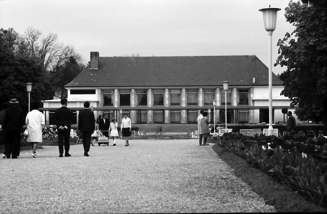 Bad Dürrheim: Neues Kurhaus, vom Kurpark aus, Bild 1