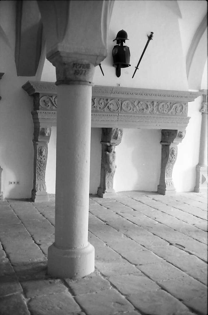 Eigeltingen: Schloss Langenstein, Kamin im Rittersaal des Schlosses, Bild 1