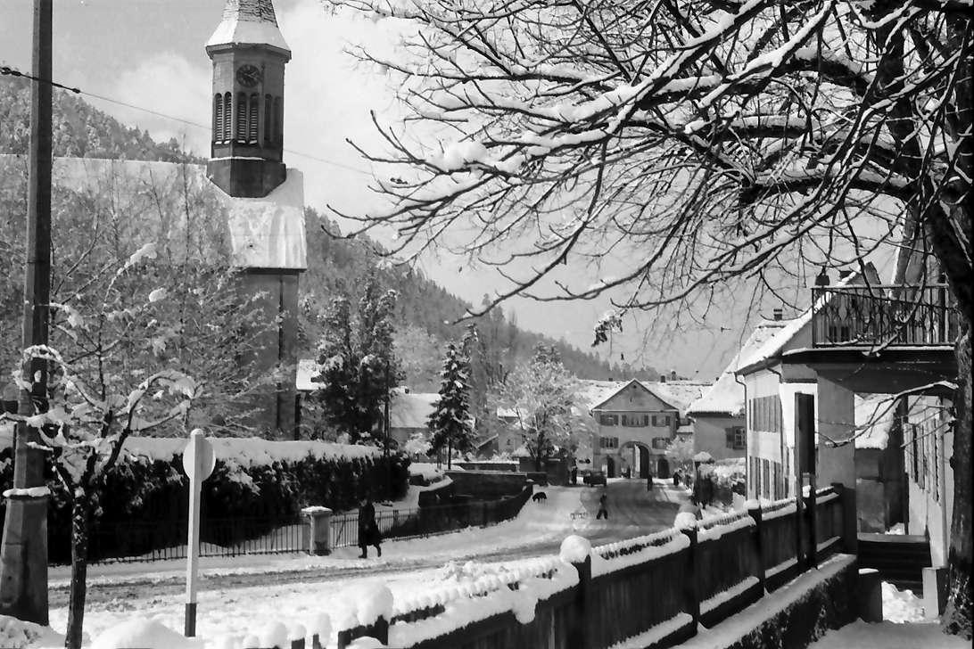 Freiburg, Günterstal: Günterstal im Schnee, Kloster und Tor, Bild 1