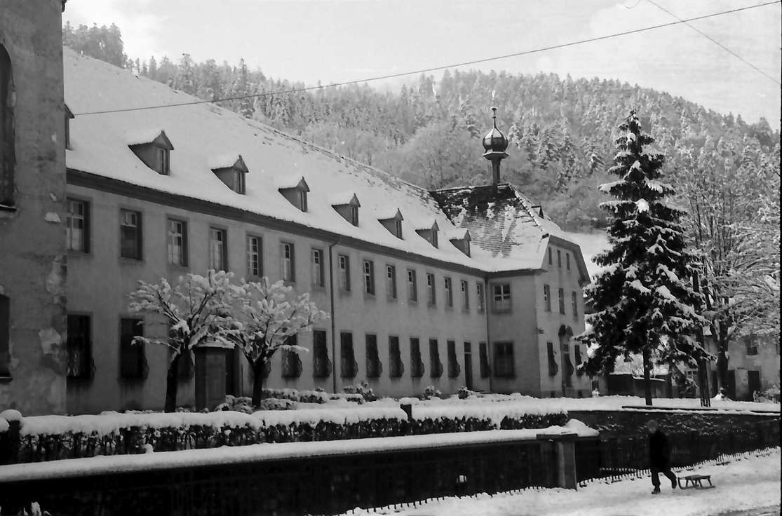 Freiburg, Günterstal: Günterstal im Schnee, Klosterfront, Bild 1
