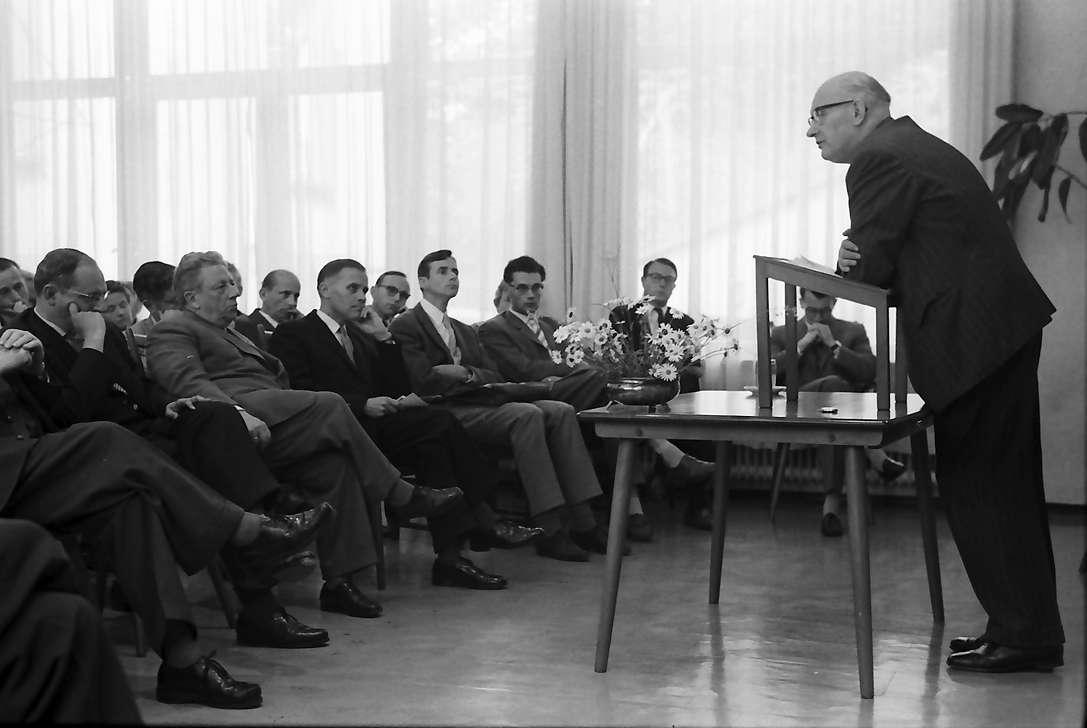 Freiburg, Littenweiler: Waldhof, Regierungspräsident Dichtel eröffnet Tagung über die Atlantische Gemeinschaft, Prof. Bergstraesser, Vortrag, Bild 1