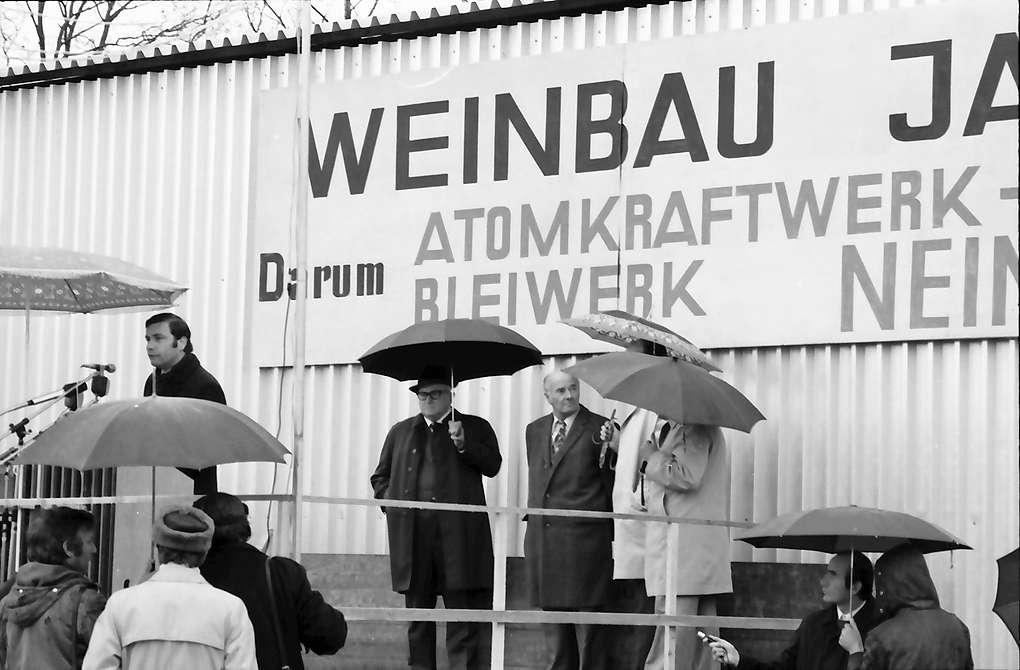 Sasbach: Kundgebung gegen Bleiwerk Marckolsheim und Atomkraftwerk Wyhl; Bürgermeister von Sasbach, Bild 1