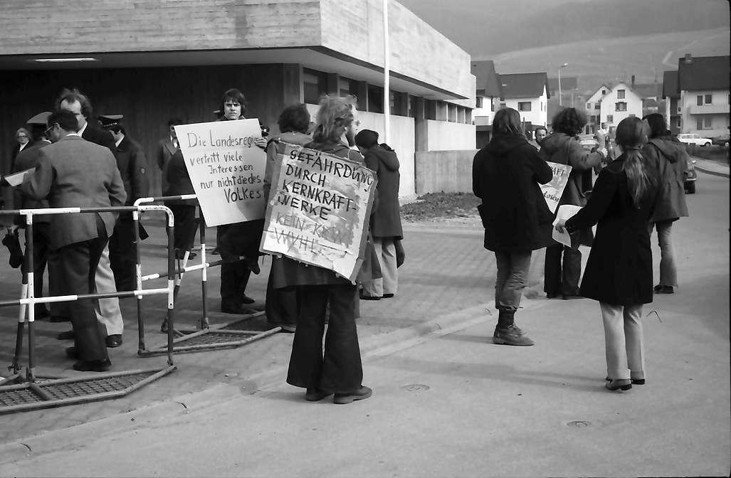 Pfaffenweiler: Atomkraftwerkgegner protestieren vor dem CDU-Kreisparteitag, Bild 1