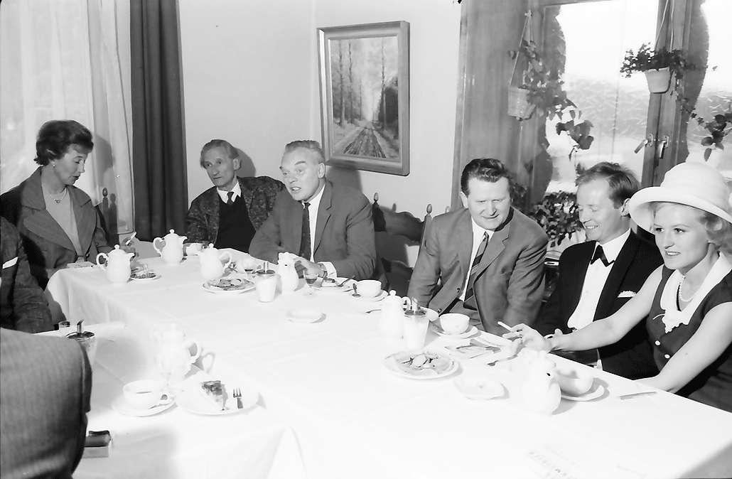 St. Blasien: Pressekonferenz des Kammerschauspiels; Frau Richter, Dr. Hom., Hans Richter, Bürgermeister Giesler, Georg A. Werth, Frau Werth, Bild 1