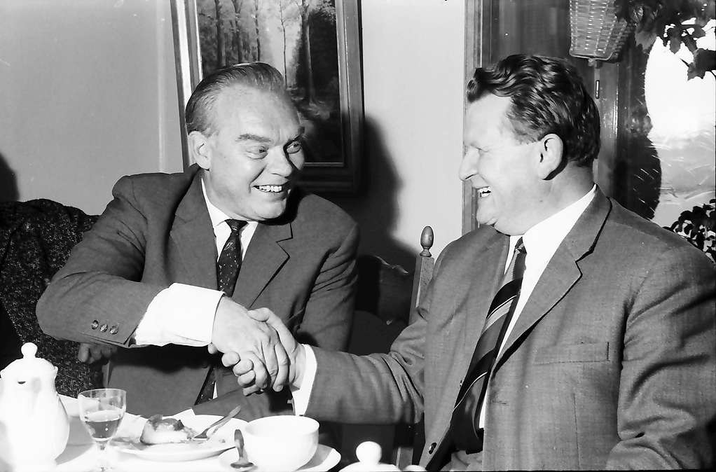 St. Blasien: Pressekonferenz des Kammerschauspiels; Hans Richter und Bürgermeister Dr. Giesler, Bild 1