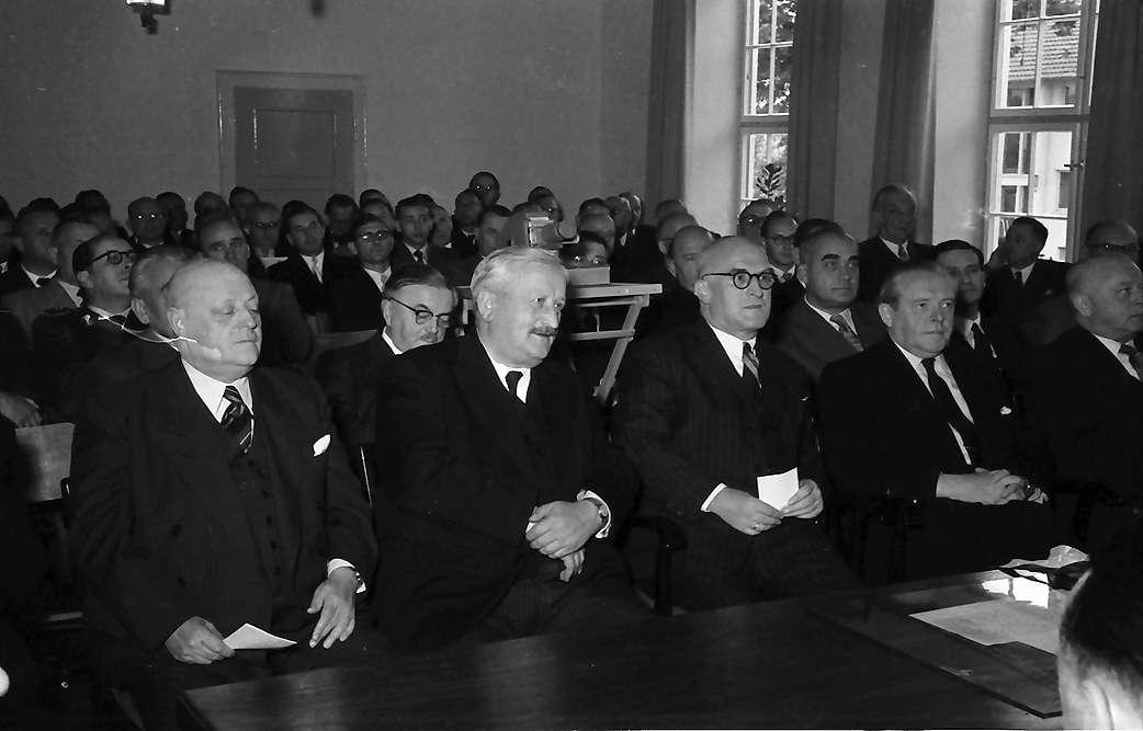 Breisach: Regierungsbesuch zum Wiederaufbaufest in Breisach; Regierungsmitglieder im Rathaus, Bild 1