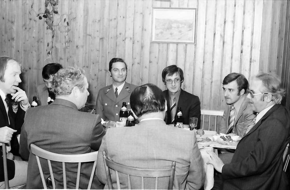 Kirchzarten: Haus Reddemann; Ministerpräsident Filbinger bei CDU Einladung; Gruppen am Tisch, Bild 1